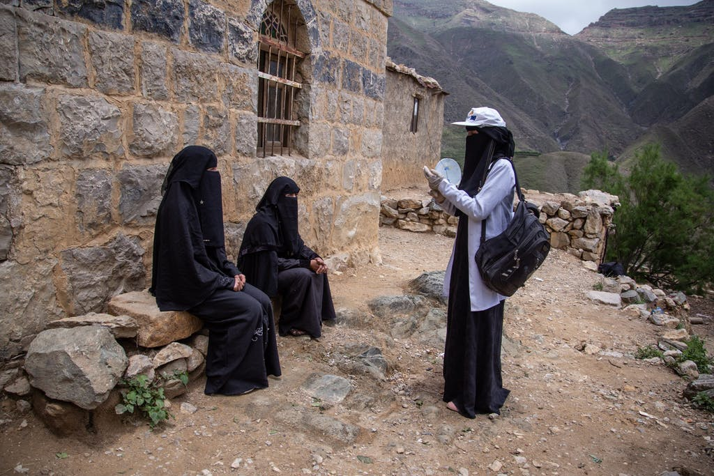 In the midst of COVID-19 and conflict, Yemeni community health volunteers are visiting with vulnerable families often cut off from vital medical services.